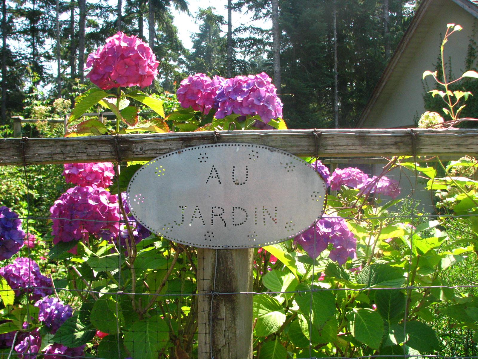 Cute French Country Garden Design Contemporary - Beautiful Garden ...